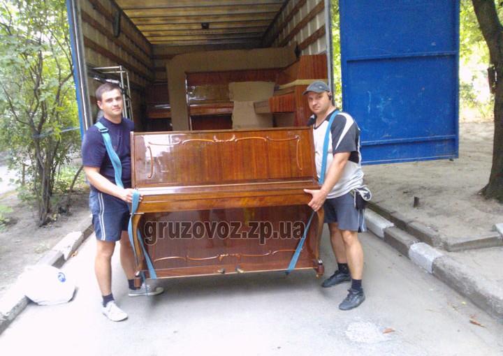 Доставка 32 пианино в Запорожье с грузчиками.